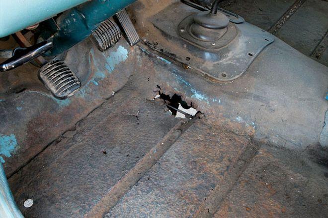 131-0806-01-z2bdiy-jeep-sheetmetal-repair2bfloorboard-before
