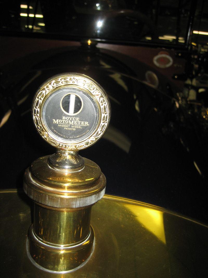 800px-1913_car-nation_tourer_radiatorboyce_motometer